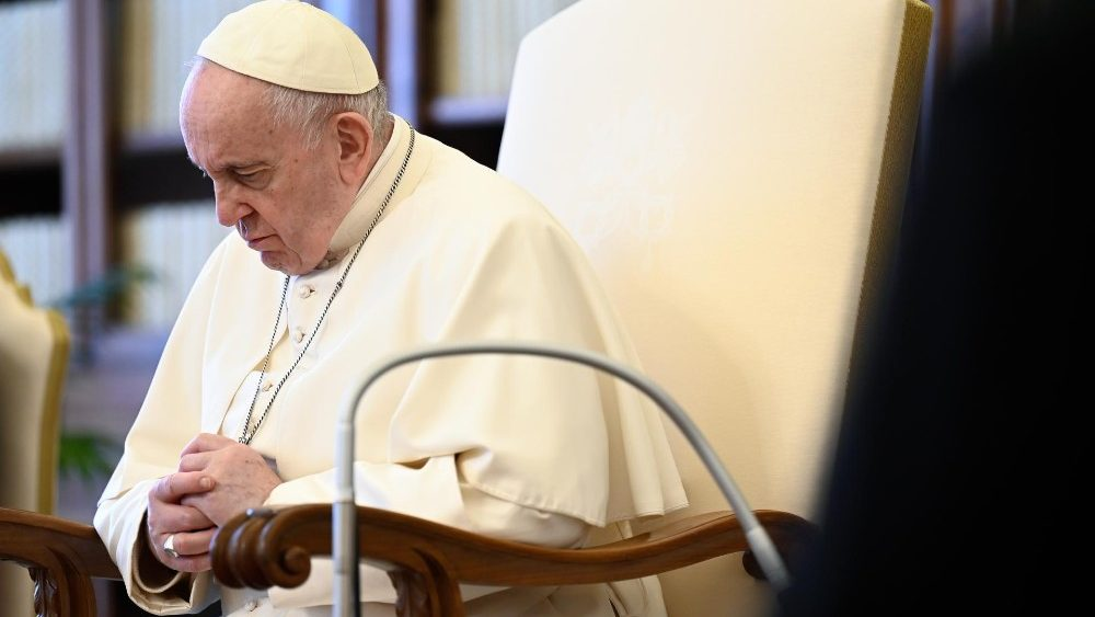 البابا فرنسيس: التأمل هو نظرة إيمان مُحدِّقة إلى يسوع