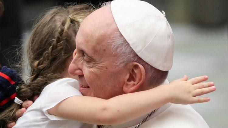 في مقابلته العامة البابا يتحدّث عن زيارته الرسوليّة إلى بودابست وسلوفاكيا